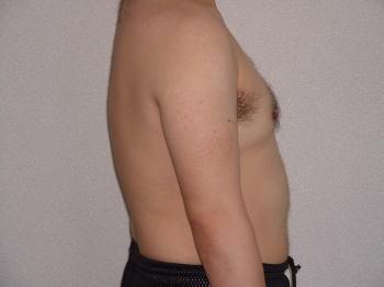 08年8月1日上半身裸・横
