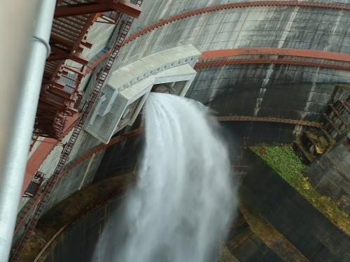 豊平峡ダム観光放水