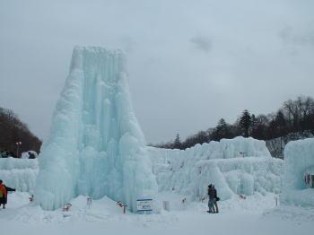 氷濤まつり・大きな青い塔